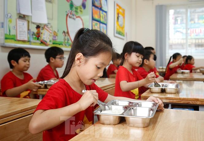 Bữa ăn bán trú đầu tiên của học sinh sau thời gian dài nghỉ học có gì đặc biệt? - ảnh 5