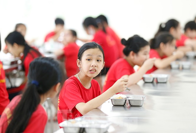 Bữa ăn bán trú đầu tiên của học sinh sau thời gian dài nghỉ học có gì đặc biệt? - ảnh 8