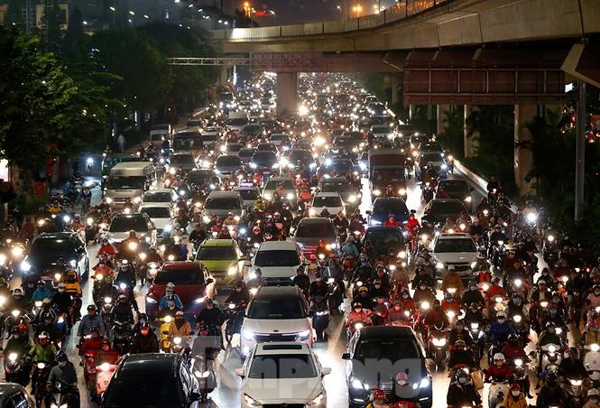 Người dân Thủ đô lại bị ám ảnh tắc đường những ngày cuối năm - ảnh 13