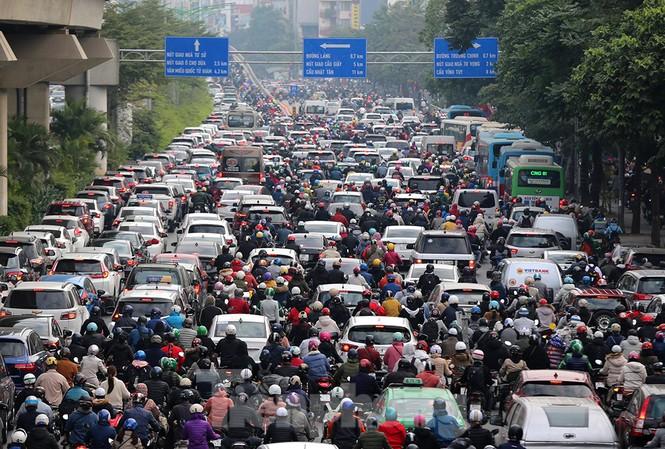 Người dân Thủ đô lại bị ám ảnh tắc đường những ngày cuối năm - ảnh 3