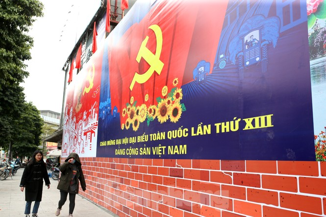 Hà Nội rực rỡ cờ, áp phích chào mừng Đại hội XIII của Đảng - ảnh 11