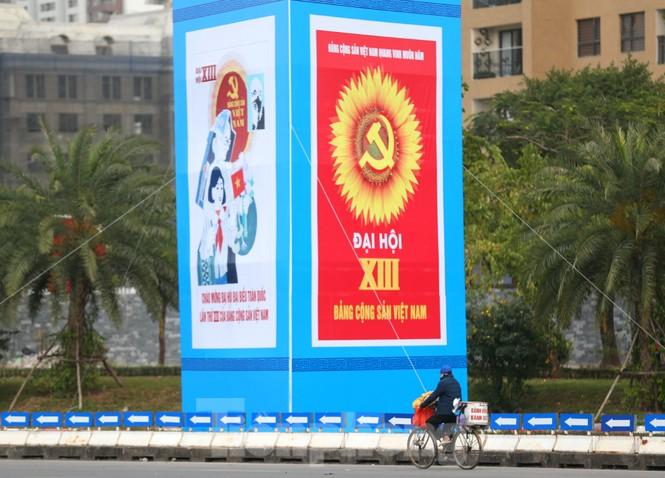 Hà Nội rực rỡ cờ, áp phích chào mừng Đại hội XIII của Đảng - ảnh 12