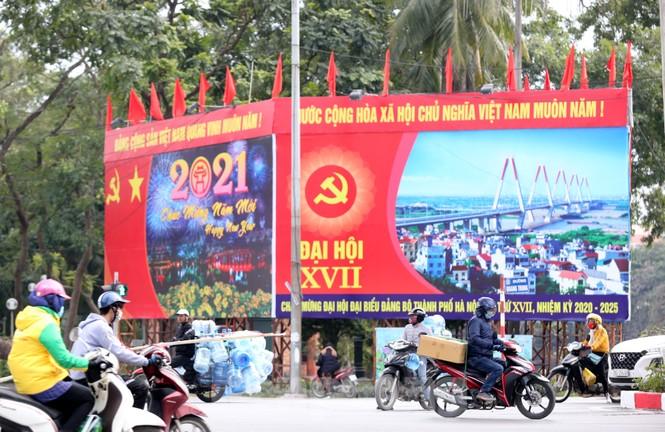 Hà Nội rực rỡ cờ, áp phích chào mừng Đại hội XIII của Đảng - ảnh 13