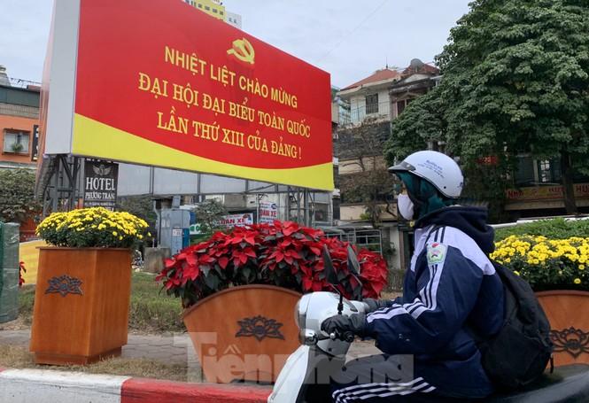 Hà Nội rực rỡ cờ, áp phích chào mừng Đại hội XIII của Đảng - ảnh 14