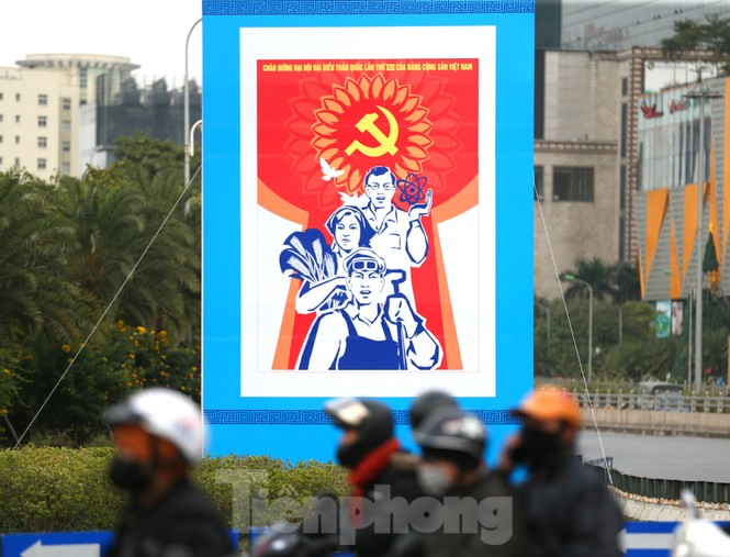 Hà Nội rực rỡ cờ, áp phích chào mừng Đại hội XIII của Đảng - ảnh 15