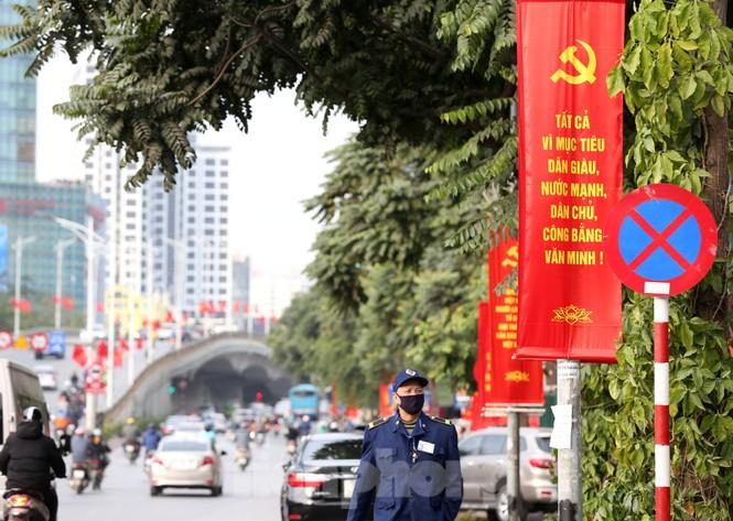 Hà Nội rực rỡ cờ, áp phích chào mừng Đại hội XIII của Đảng - ảnh 3