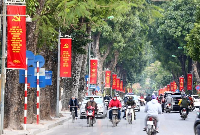 Hà Nội rực rỡ cờ, áp phích chào mừng Đại hội XIII của Đảng - ảnh 4
