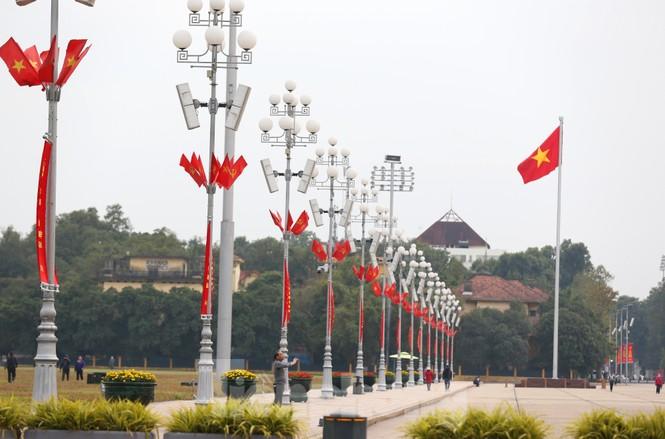Hà Nội rực rỡ cờ, áp phích chào mừng Đại hội XIII của Đảng - ảnh 5