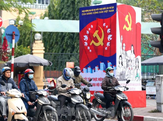 Hà Nội rực rỡ cờ, áp phích chào mừng Đại hội XIII của Đảng - ảnh 6