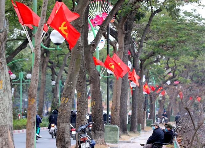 Hà Nội rực rỡ cờ, áp phích chào mừng Đại hội XIII của Đảng - ảnh 7