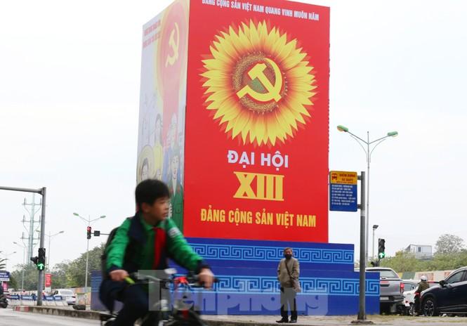 Hà Nội rực rỡ cờ, áp phích chào mừng Đại hội XIII của Đảng - ảnh 8