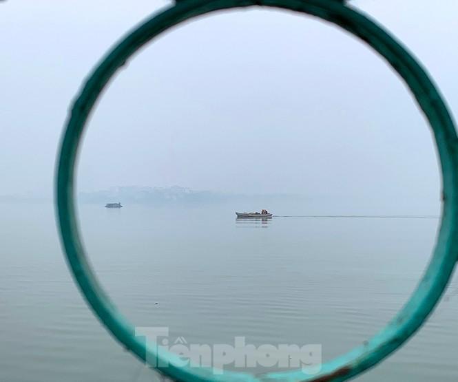 Hà Nội mịt mù trong màn sương dày đặc mỗi sáng - ảnh 12