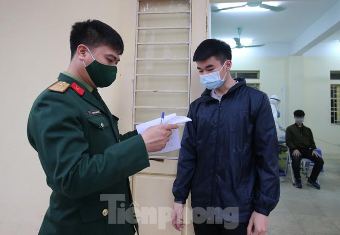 Lấy mẫu xét nghiệm SARS-CoV-2 tân binh Thủ đô - ảnh 12