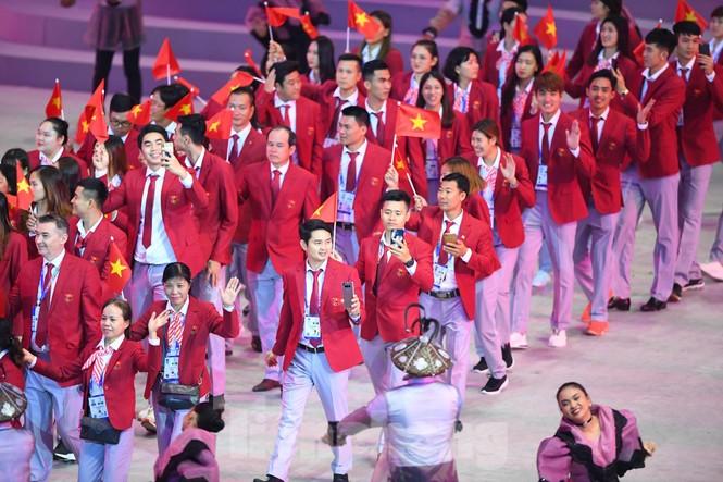 SEA Games 30 chính thức bắt đầu sau lễ khai mạc lung linh sắc màu - ảnh 10