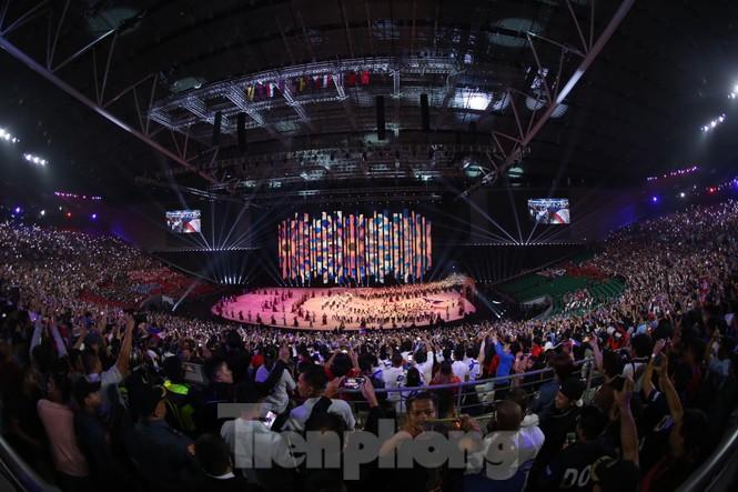 SEA Games 30 chính thức bắt đầu sau lễ khai mạc lung linh sắc màu - ảnh 2