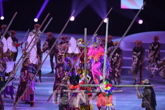SEA Games 30 chính thức bắt đầu sau lễ khai mạc lung linh sắc màu - ảnh 4