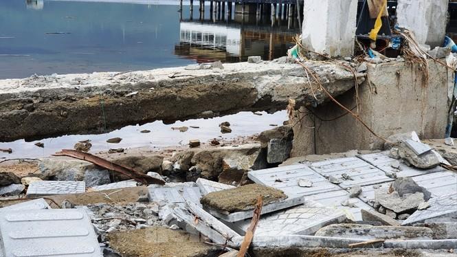 Đường đi bộ hơn 170 tỷ ven đầm ở Lăng Cô tan nát như gặp động đất - ảnh 11