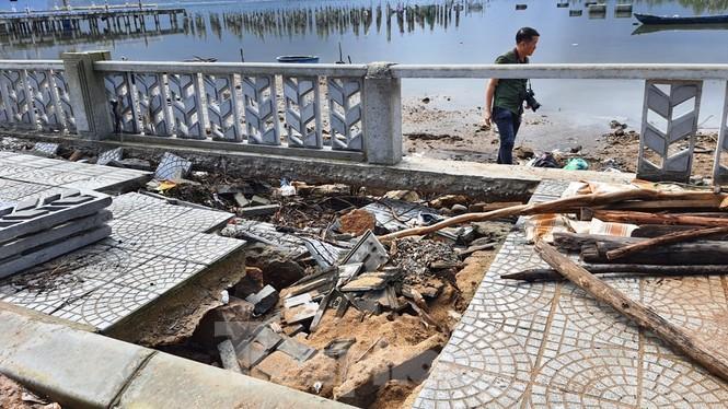 Đường đi bộ hơn 170 tỷ ven đầm ở Lăng Cô tan nát như gặp động đất - ảnh 15