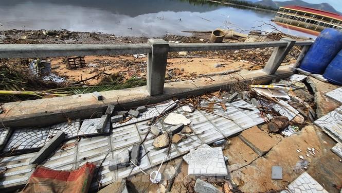 Đường đi bộ hơn 170 tỷ ven đầm ở Lăng Cô tan nát như gặp động đất - ảnh 18