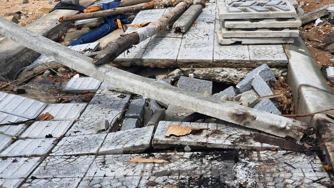 Đường đi bộ hơn 170 tỷ ven đầm ở Lăng Cô tan nát như gặp động đất - ảnh 19