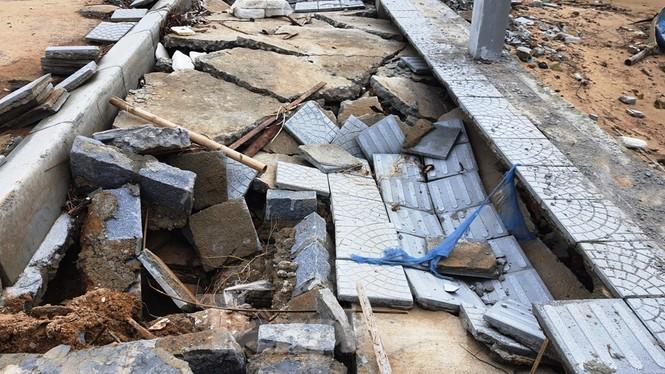 Đường đi bộ hơn 170 tỷ ven đầm ở Lăng Cô tan nát như gặp động đất - ảnh 6