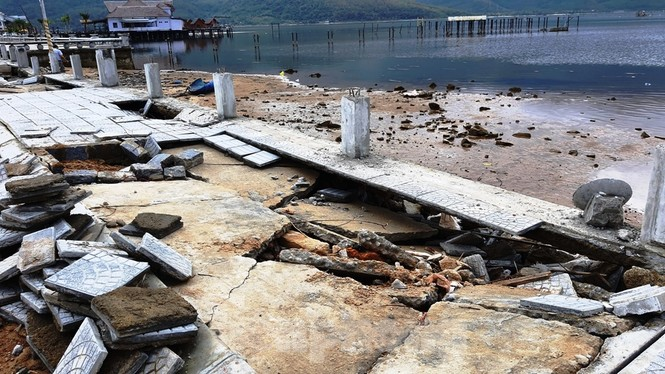 Phố đi bộ hơn 170 tỷ ven đầm ở Lăng Cô tan nát do thủy triều dâng cao? - ảnh 3