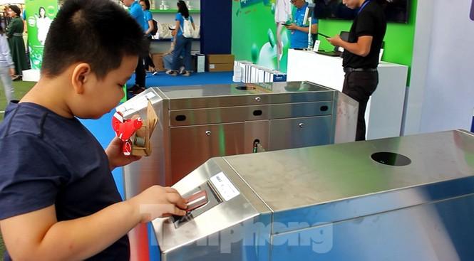 Nhiều công nghệ mới khiến giới trẻ xếp hàng chờ dùng thử tại Sóng Festival - ảnh 2