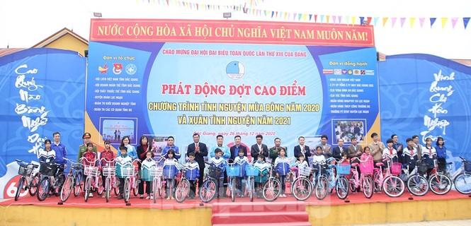 Thanh niên Bắc Giang đồng hành cùng thiếu nhi khó khăn trong mùa Đông và mùa Xuân  - ảnh 1