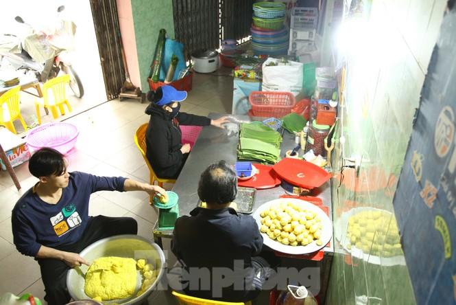 Cảnh dân làng nghề bánh phu thê ngon nức tiếng tại Bắc Ninh cần mẫn giữa vụ bánh Tết khó khăn - ảnh 9