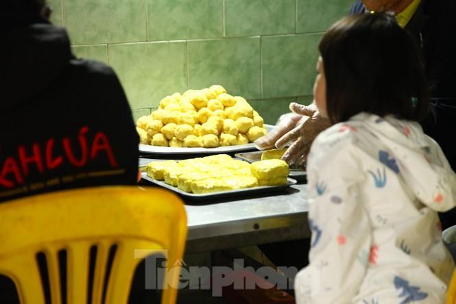 Cảnh dân làng nghề bánh phu thê ngon nức tiếng tại Bắc Ninh cần mẫn giữa vụ bánh Tết khó khăn - ảnh 11