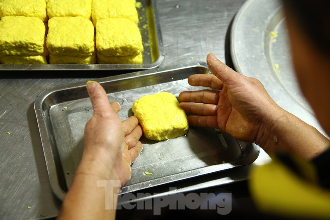 Cảnh dân làng nghề bánh phu thê ngon nức tiếng tại Bắc Ninh cần mẫn giữa vụ bánh Tết khó khăn - ảnh 12