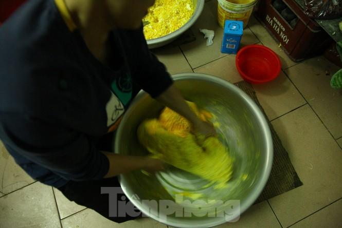 Cảnh dân làng nghề bánh phu thê ngon nức tiếng tại Bắc Ninh cần mẫn giữa vụ bánh Tết khó khăn - ảnh 4