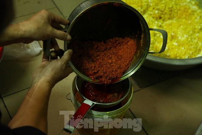 Cảnh dân làng nghề bánh phu thê ngon nức tiếng tại Bắc Ninh cần mẫn giữa vụ bánh Tết khó khăn - ảnh 6
