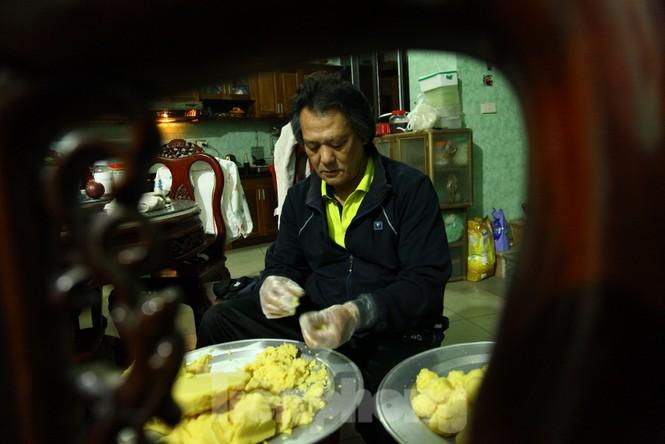 Cảnh dân làng nghề bánh phu thê ngon nức tiếng tại Bắc Ninh cần mẫn giữa vụ bánh Tết khó khăn - ảnh 1