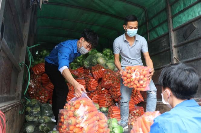 Tuổi trẻ Bắc Ninh hỗ trợ 'giải cứu' nông sản cho bà con Hải Dương - ảnh 3