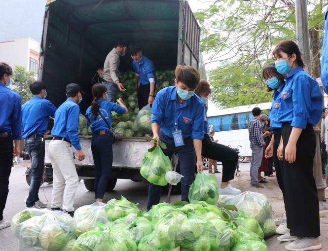 Tuổi trẻ Bắc Ninh hỗ trợ 'giải cứu' nông sản cho bà con Hải Dương - ảnh 1