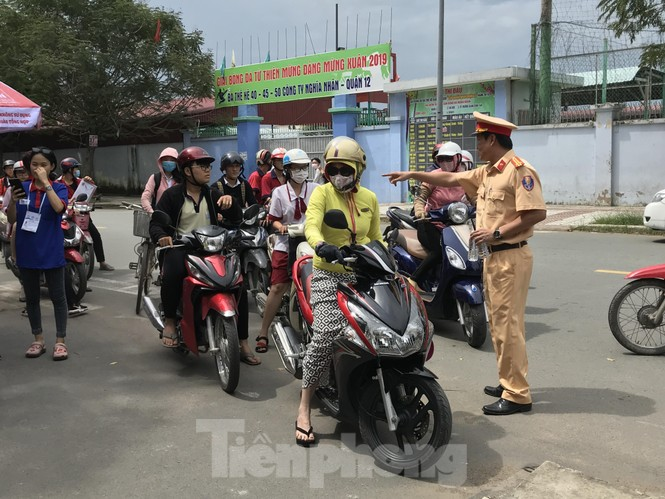 CSGT tung quân chống kẹt xe kỳ thi THPT quốc gia 2019 - ảnh 2