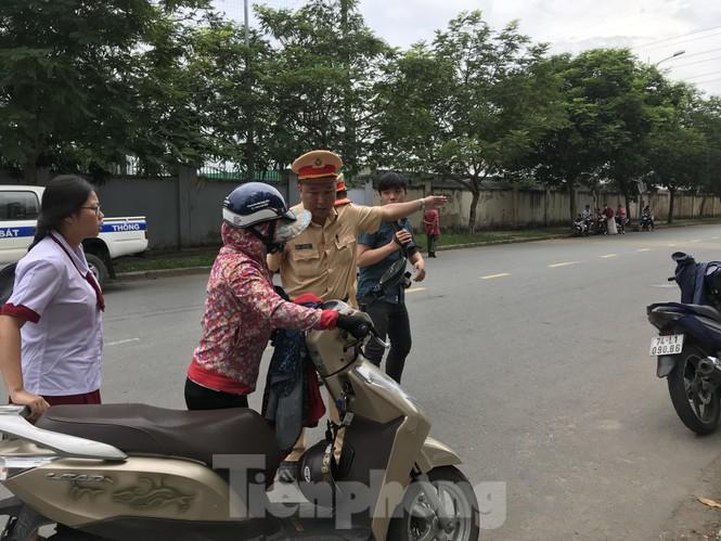 CSGT tung quân chống kẹt xe kỳ thi THPT quốc gia 2019 - ảnh 9