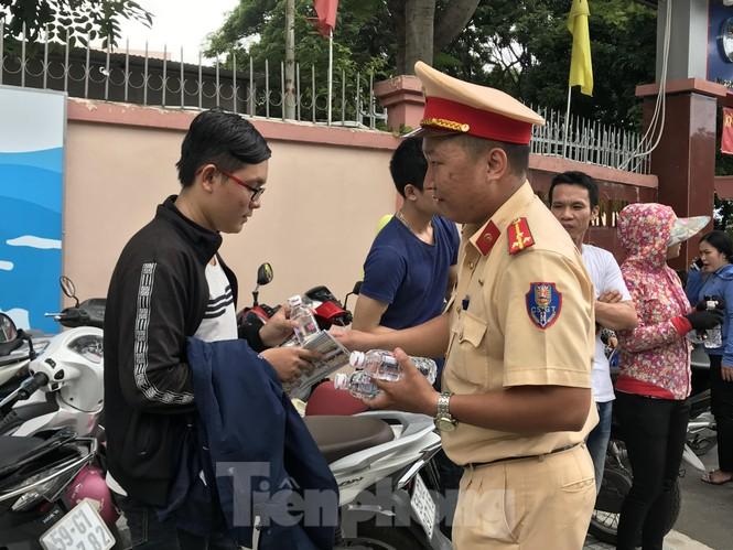 CSGT tung quân chống kẹt xe kỳ thi THPT quốc gia 2019 - ảnh 10