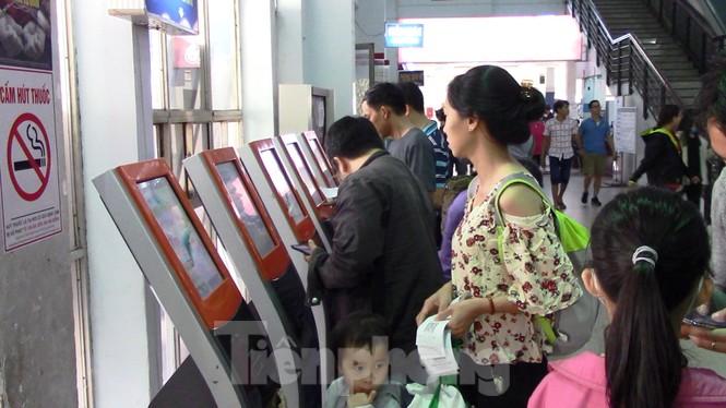 Gần 50.000 vé tàu Tết được đặt trong sáng đầu tiên ga Sài Gòn mở bán - ảnh 2