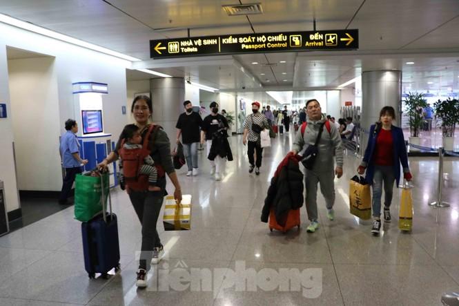 Chống virus corona: Giám sát chặt khách quốc tế tại sân bay Tân Sơn Nhất  - ảnh 4