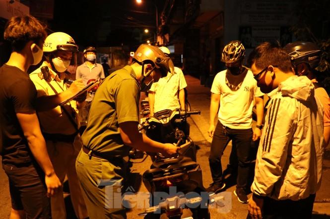 Xuyên đêm theo chân lực lượng 363 chống tội phạm mùa dịch COVID-19 - ảnh 3
