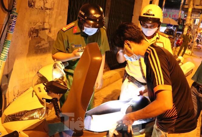 Xuyên đêm theo chân lực lượng 363 chống tội phạm mùa dịch COVID-19 - ảnh 6