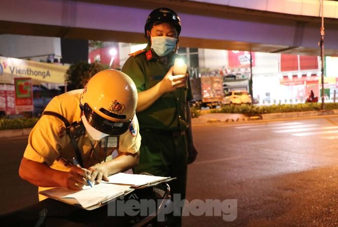 Xuyên đêm theo chân lực lượng 363 chống tội phạm mùa dịch COVID-19 - ảnh 5