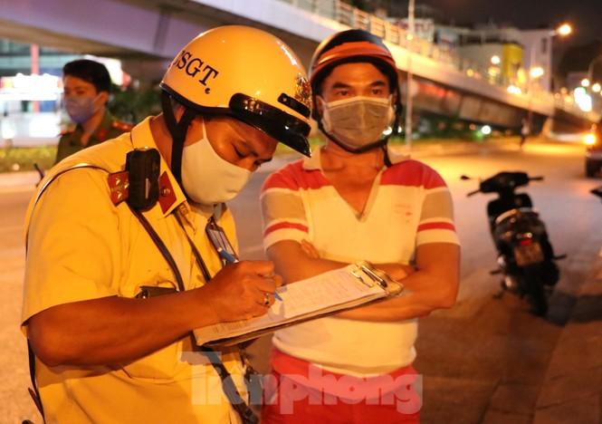 Xuyên đêm theo chân lực lượng 363 chống tội phạm mùa dịch COVID-19 - ảnh 7