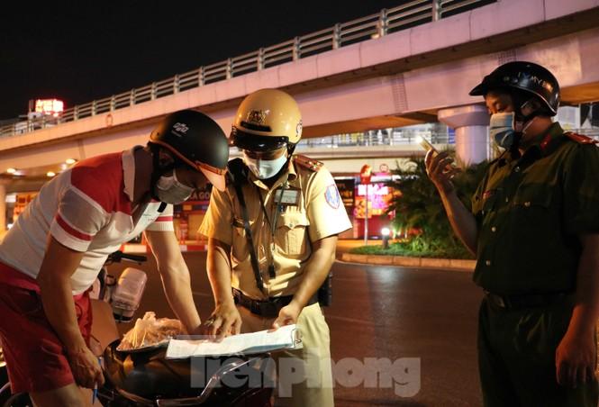 Xuyên đêm theo chân lực lượng 363 chống tội phạm mùa dịch COVID-19 - ảnh 11
