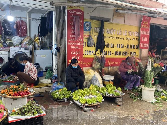 28 Tết: Tiểu thương ngóng khách ngày mưa, hoa quả tăng giá gấp 5 lần - ảnh 4