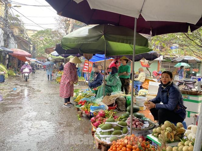 28 Tết: Tiểu thương ngóng khách ngày mưa, hoa quả tăng giá gấp 5 lần - ảnh 5