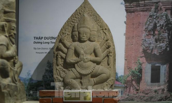 Chiêm ngưỡng vẻ đẹp phù điêu nữ thần Sarasvati vừa được công nhận bảo vật quốc gia - ảnh 5
