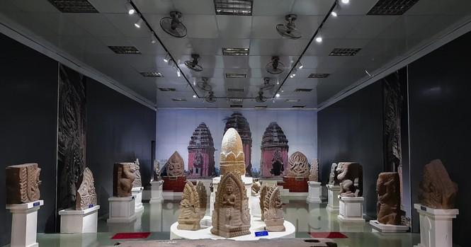 Chiêm ngưỡng vẻ đẹp phù điêu nữ thần Sarasvati vừa được công nhận bảo vật quốc gia - ảnh 4